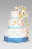 Свадебный торт в голубом цвете с орхидеями