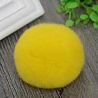 Брелок помпон меховой  натуральный - цвет желтый