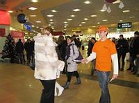 Раздача листовок Киев (Роздача листівок Київ), фото 1