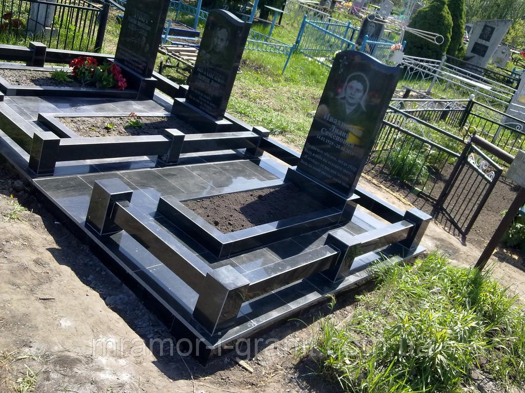 Стандартный памятник из черного гранита 2