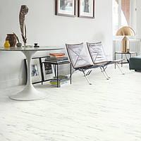 Quick-Step AMCP40136 Белый карраский мрамор, виниловый пол Livyn Ambient Click Plus