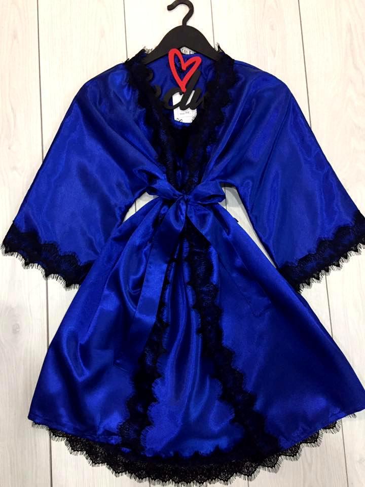 Яркий комплект с нежным кружевом халат и пеньюар
