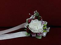 0283c53e632 Бутоньерка на руку бежевая айвори с бордовым и розовым (цветочный браслет)