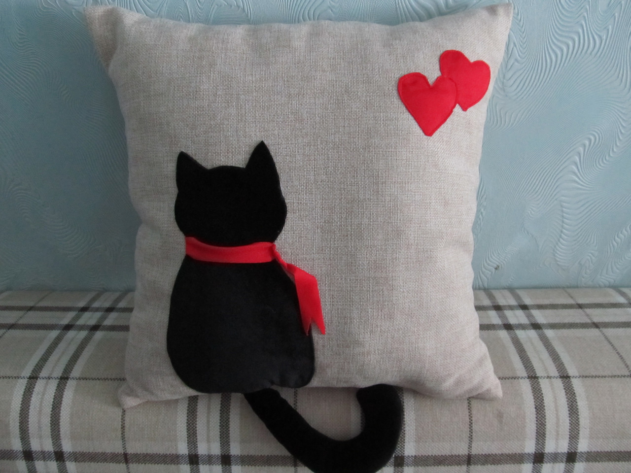 Декоративная подушка ручная аппликация Черный кот 40х40 см