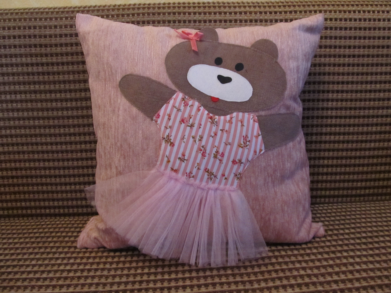 Декоративная подушка ручная аппликация Мишка 40х40 см