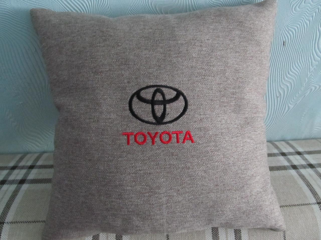 Декоративная подушка для авто вышивка TOYOTA 35х35 см