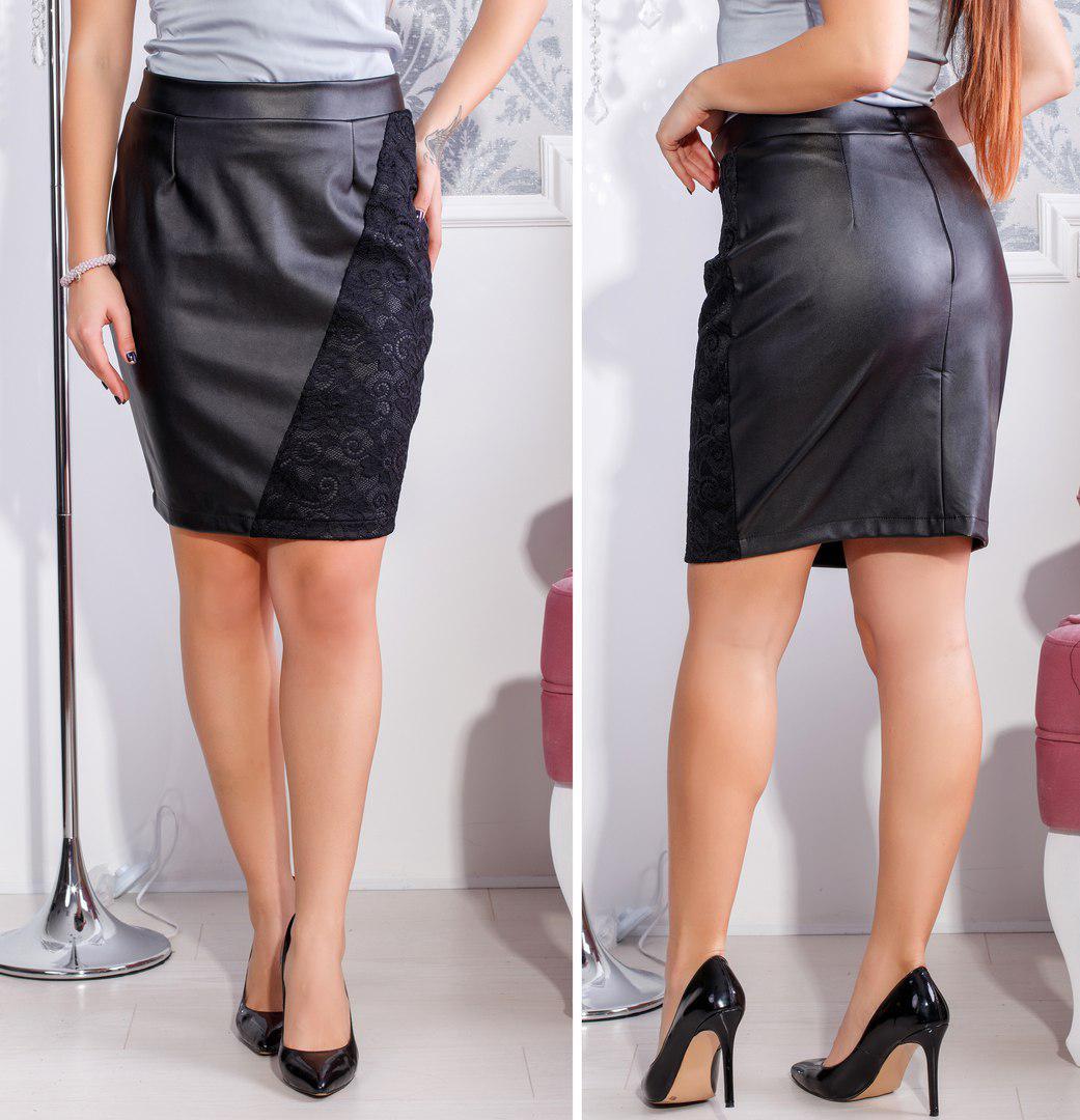 1115b9d3149 Черная женская прямая кожаная юбка батал с кружевной вставкой на бедре.  Арт-2668