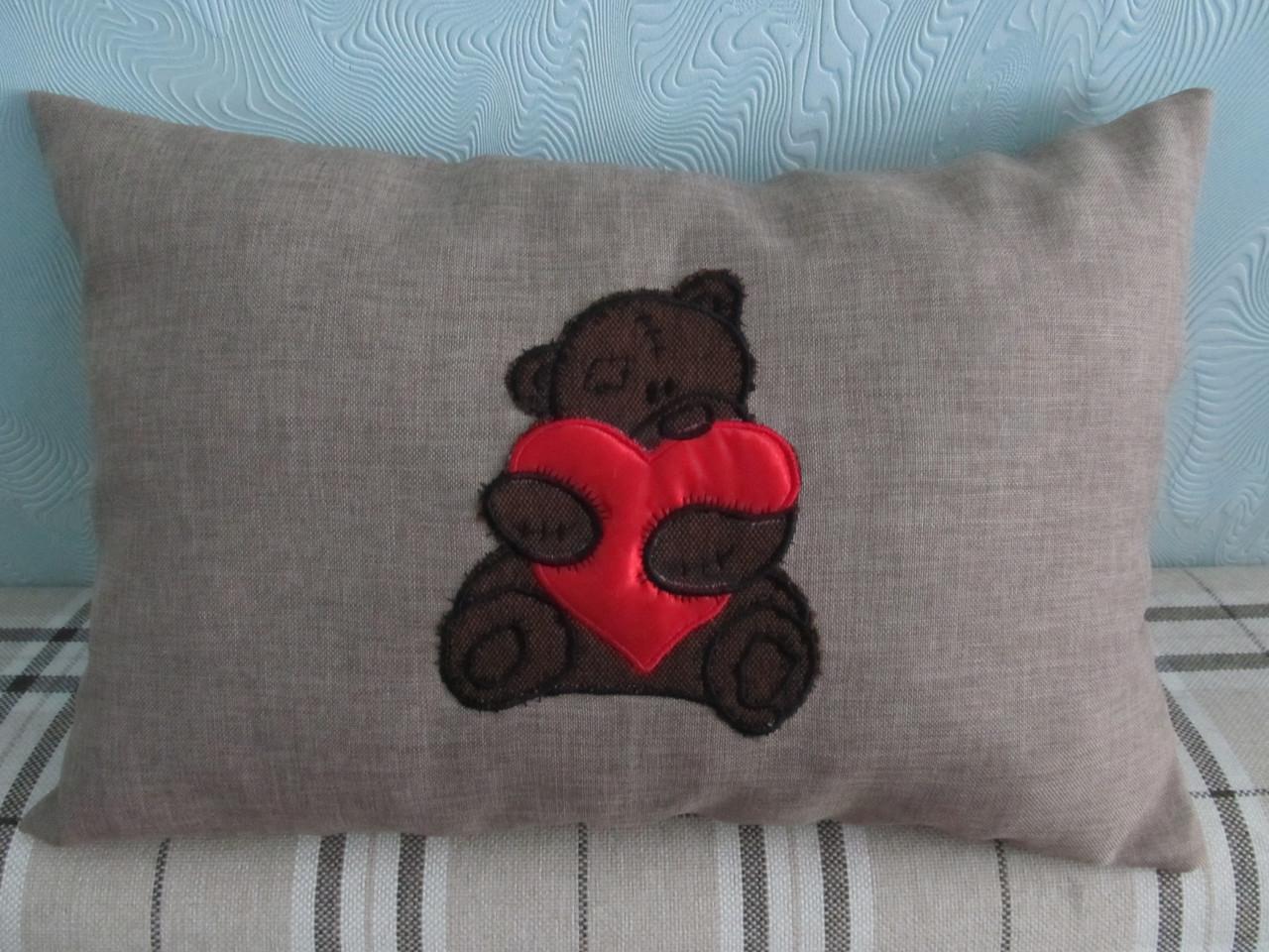 Декоративная подушка Мишка вышивка 30х45 см