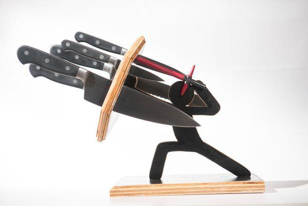 Аксесуары для ножей(чехлы,подставки,точилки,брелки ,рогатки)