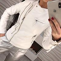 Эффектная женская куртка косуха на молнии экокожа премиум класса пудра, белая