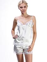 Красивая пижама из шелка для девушек