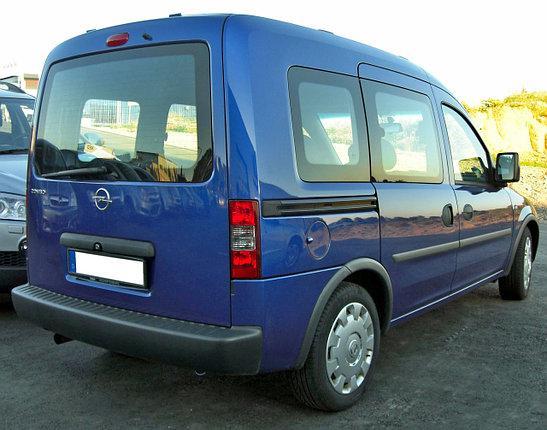 Заднее стекло (ляда) с э.о. и отверствием на автомобиль Opel Combo C (2001–2011)