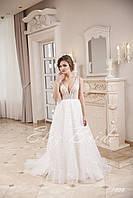 Платье А-силуэт , цвет айвори, с V-образным вырезом