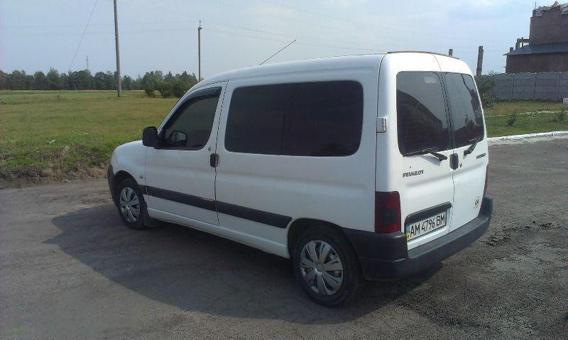 Сплошное левое окно на автомобиль Peugeot Partner, Citroën Berlingo 96-13