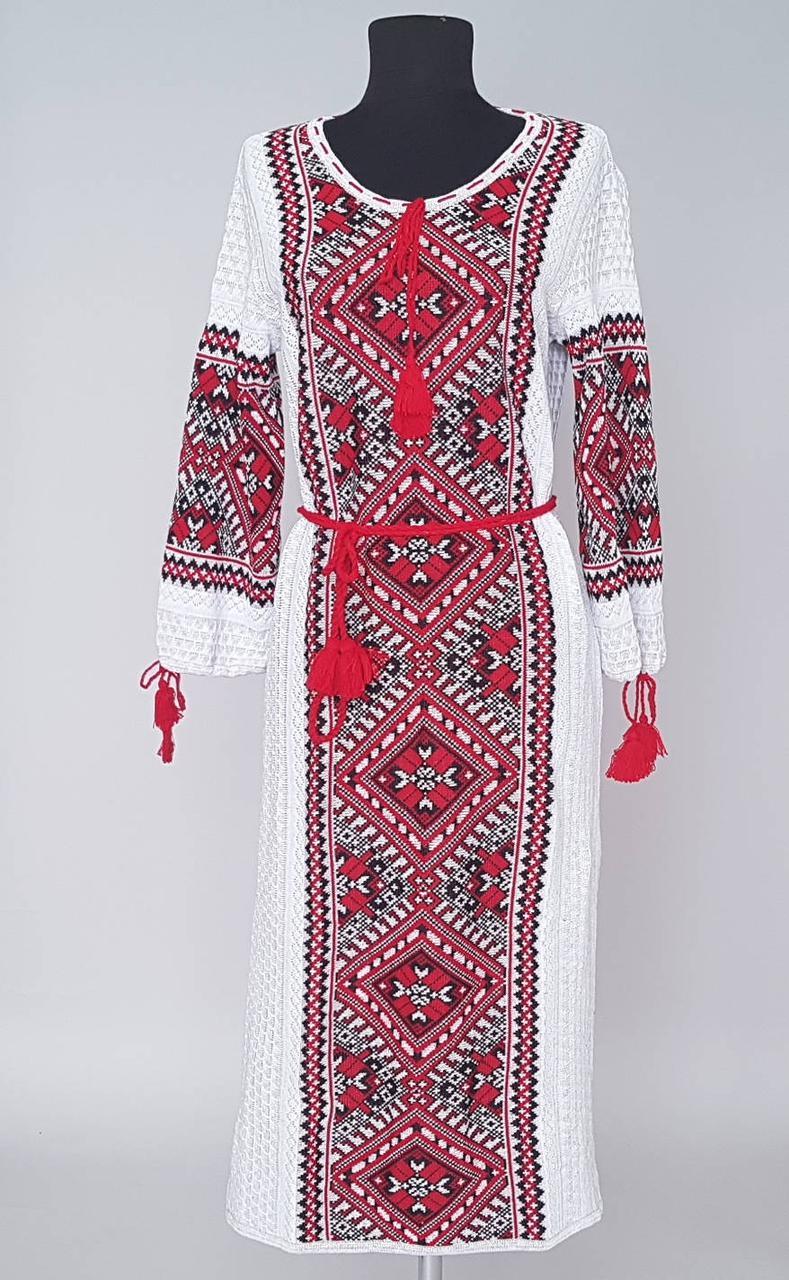 Красивое женское вязаное платье вышиванка