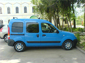 Задний салон, правое окно на автомобиль Renault Kangoo 96-08