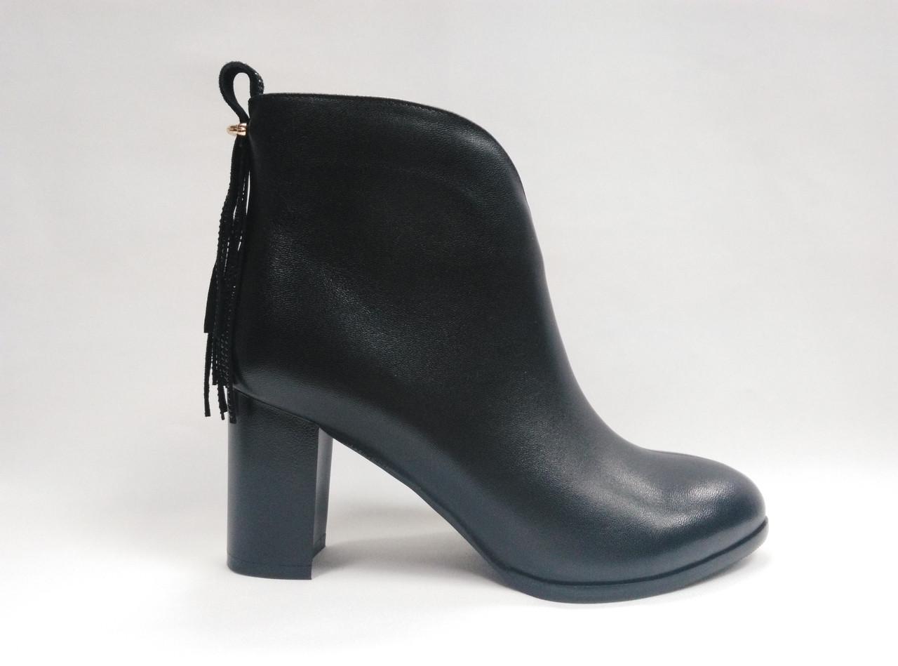 Черные кожаные  ботинки  на каблуке. Ботильйоны.