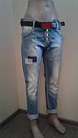 Женские джинсы бойфренд с теркой и латками