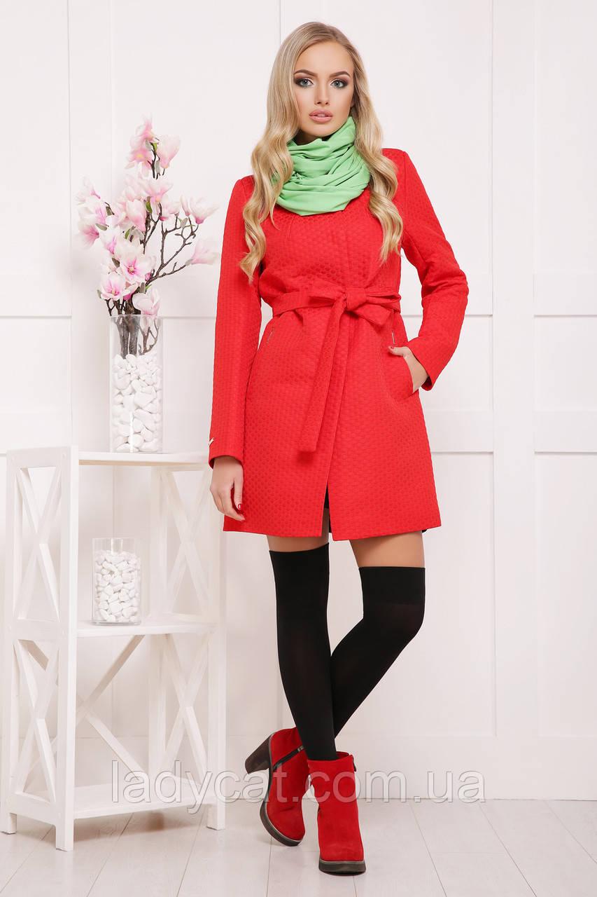 Яркое модное женское пальто прямого покроя цвет красный