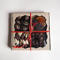 Коробка для пряников, цукатов с фигурным окном с ложементом 200х200х30 мм.