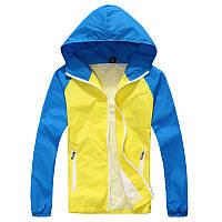 Желто-голубая осенняя ветровка
