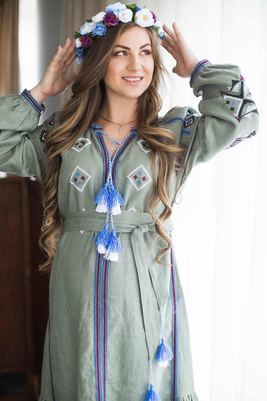 Вишите лляне довге оливкового кольору плаття з машинною вишивкою
