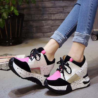Кроссовки на высокой подошве на шнурках