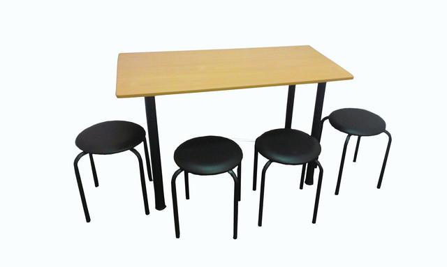 Стол с табуретами для столовой