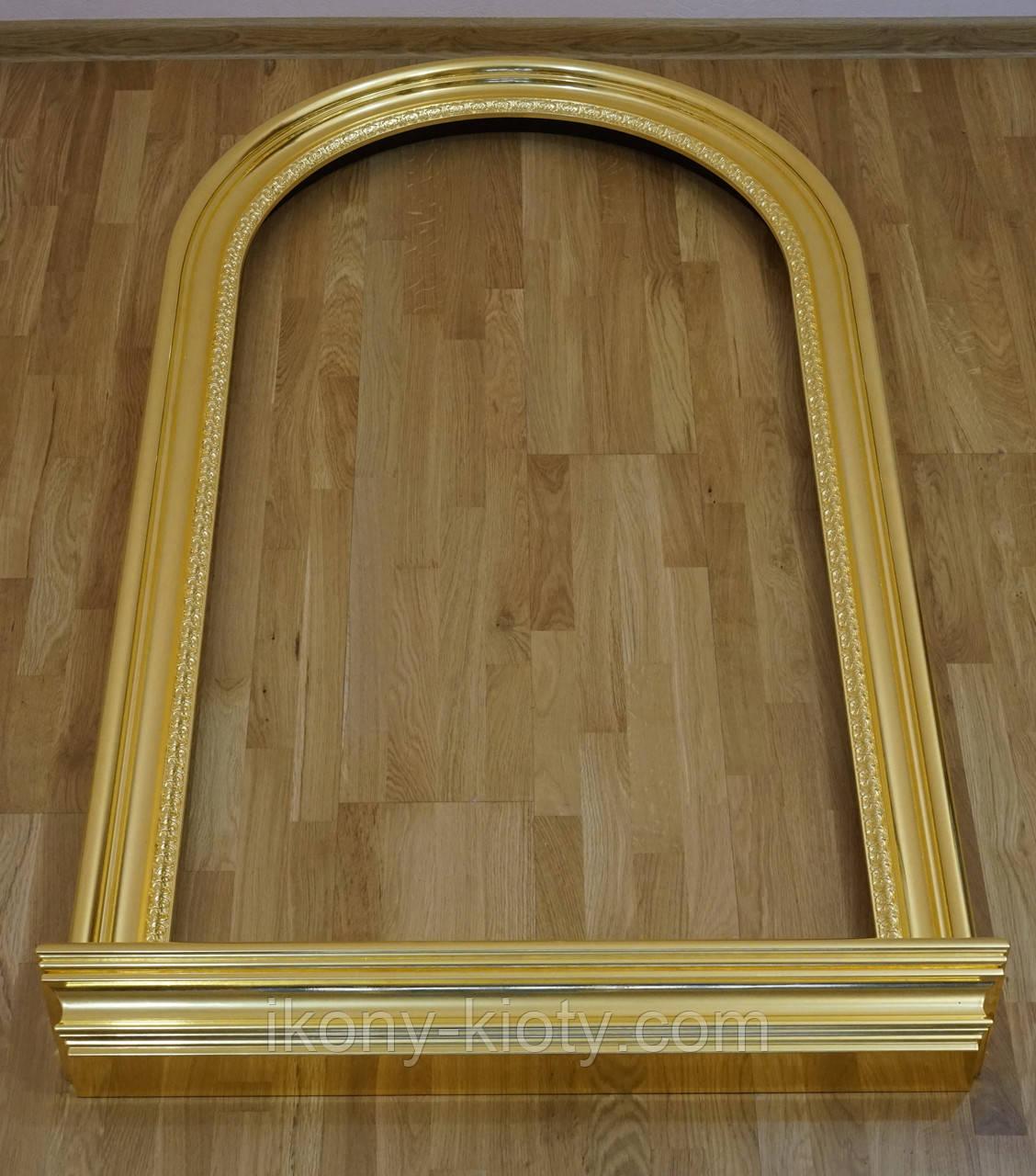 Позолота сусальным золотом деревянных рам.