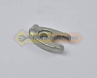 Кронштейн крепления форсунки на Renault Dokker 2012-> 1.5dCi - Renault (Оригинал) - 8200433867