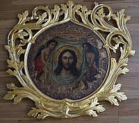 Сусальное золочение резьбы на старинной иконе.