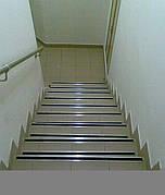 Антиковзні накладки на сходи