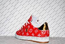 Кеди жіночі Loui$ Vuitton (Віттон) еко-шкіра червоного кольору із золотою вставкою Код 1342, фото 3