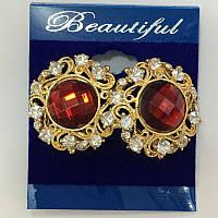 Серьги гвоздики с красным камнем в золотой ажурной оправе