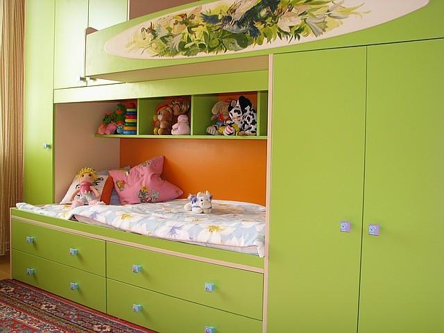 Кровать двухярусная, шкаф, ящики, ручная роспись.