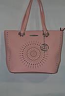 Женская сумка розового цвета на плечо