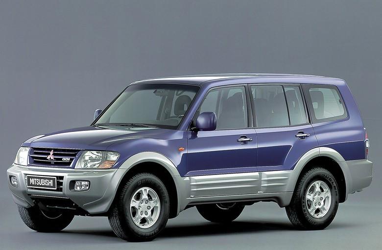 Лобовое стекло Mitsubishi Pajero3 /Montero /Pajero4 /Pajero Wagon с местом под датчик и обогревом (2000-)