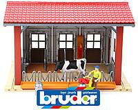 Здание коровника с аксессуарами BRUDER 62621 игрушка