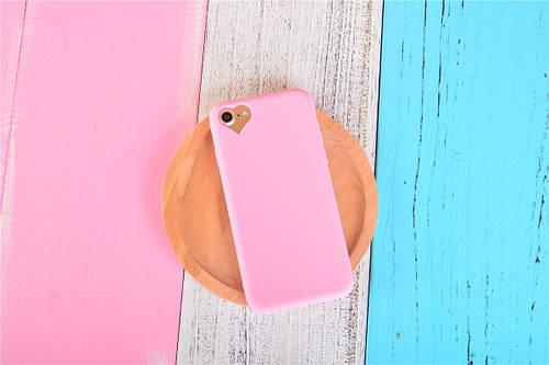 Чехол накладка на iPhone 5/5s/se светло-розовый с вырезом сердце, плотный силикон