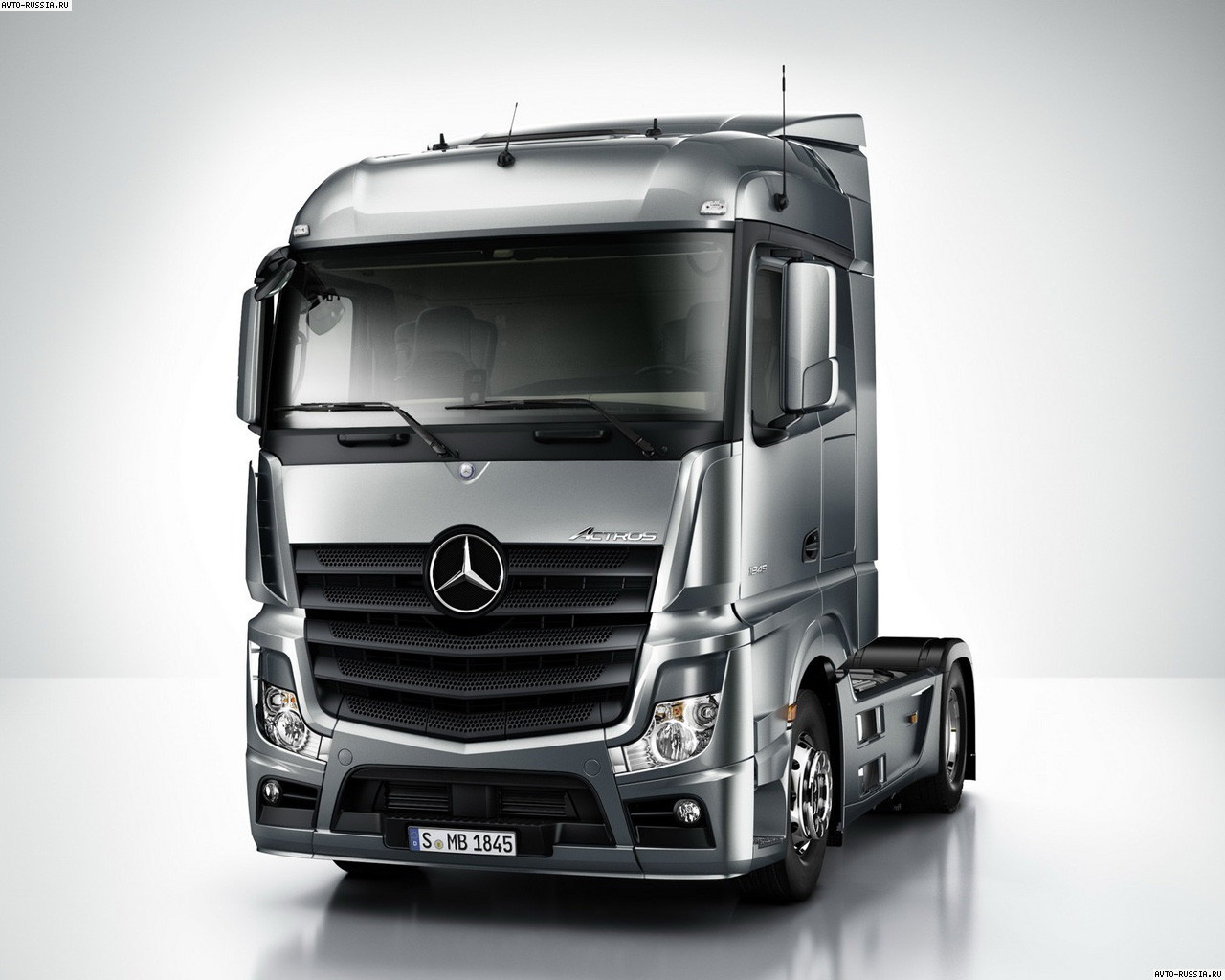 Лобовое стекло Mercedes Actros (2011-)
