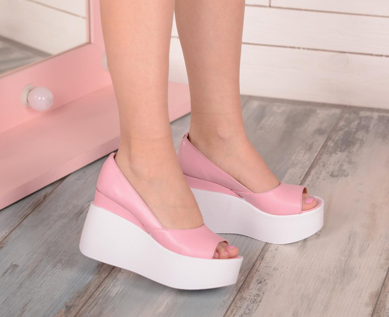 Розовые кожаные туфли на платформе с открытым носиком