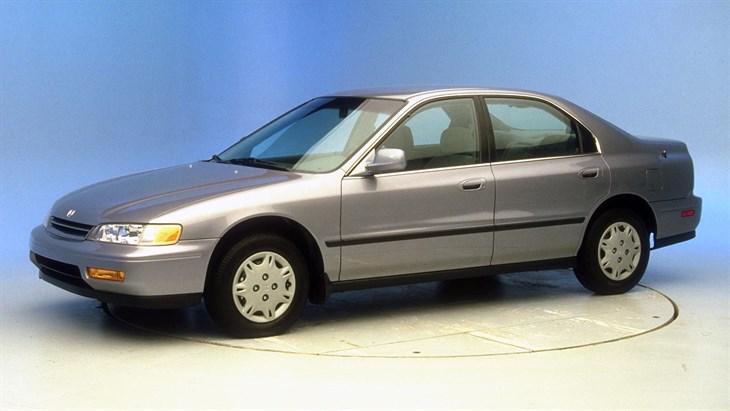 Лобовое стекло Honda Aсcord / Rover 600   Седан (1993-1998)