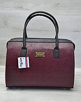 Каркасная стильная женская сумка Саквояж бордовая змея с черными ручками из кожзама 31108