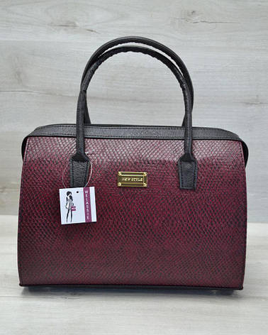 Каркасная стильная женская сумка Саквояж бордовая змея с черными ручками из кожзама 31108, фото 2