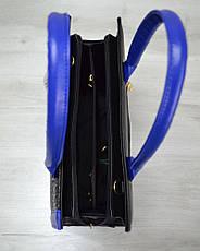 Женская сумка Бочонок черная рептилия с синим гладким кожзамом 31602, фото 3