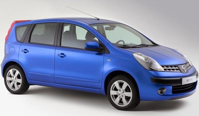 Лобовое стекло Nissan Note с местом под датчик (2006-2013)