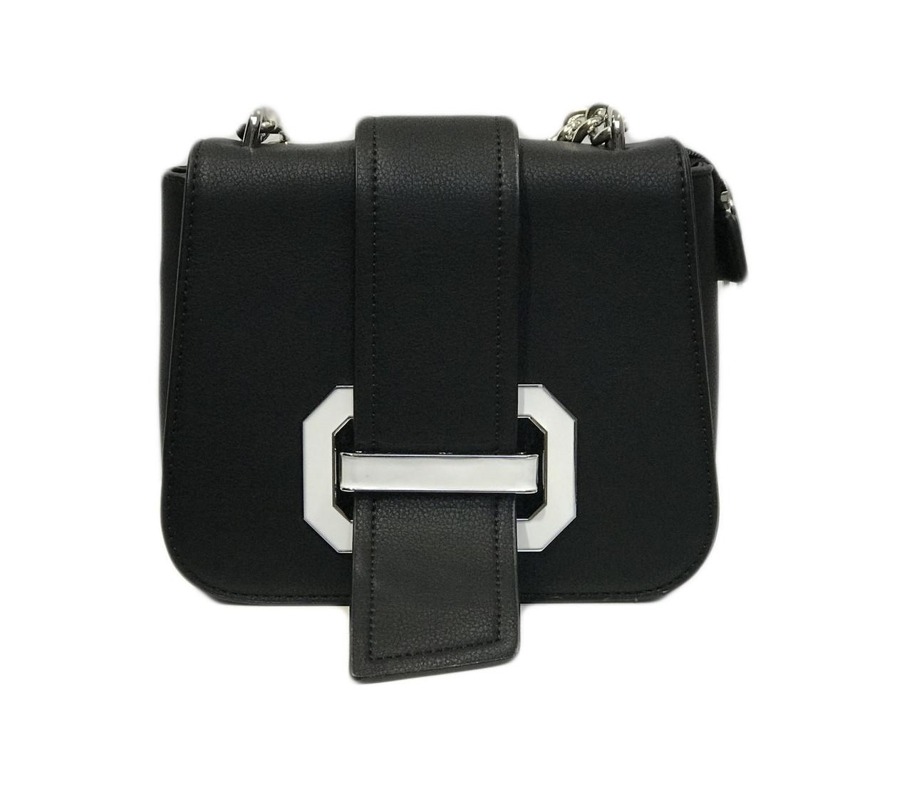 Черная сумка с декоративными деталями