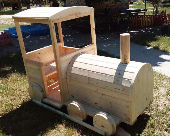 Детский паровозик с вагончиками