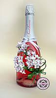 Свадебное шампанское с веткой сирени.