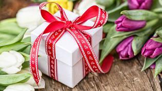 Как угодить женщине с подарком на 8-е Марта?!